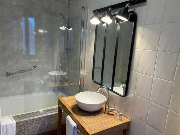 Hab 12_22 Vista lavabo dormitorio horizontal