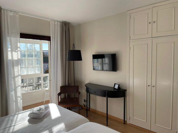 Hab 16_26 armario y ventana horizontal